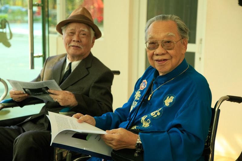 GS-TS Trần Văn Khê và NS Nguyễn Văn Týtại phòng lưu niệm kỷ vật Núi long khu Linh Hoa Tuệ Đàn, Hoa Viên Nghĩa Trang Bình Dương
