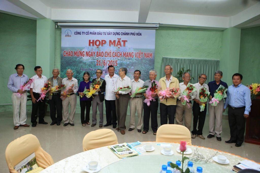 Họp mặt nhân kỷ niệm 90 năm ngày báo chí cách mạng Việt Nam.