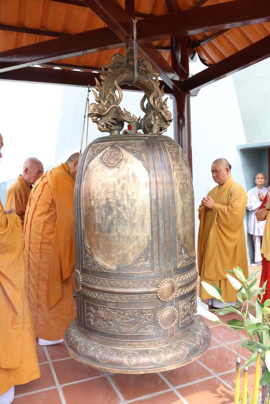Ngay sau lễ an vị Chư Phật, Chư Bồ tát là khai đại hồng chung