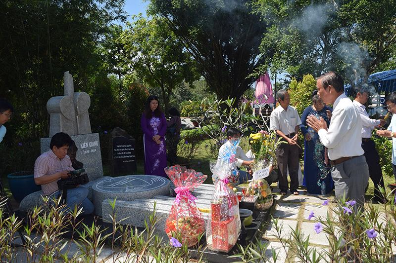 Họp mặt kỷ niệm 1 năm ngày mất nhà thơ – soạn giả Kiên Giang