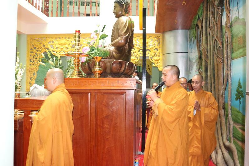 Chánh điện thờ Phật núi trung tâm Linh Hoa Tuệ Đàn
