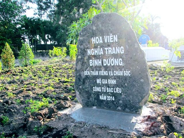 """Đoàn CB.CNV Hoa Viên Nghĩa Trang Bình Dương thăm viếng """"Công tử Bạc liêu"""""""