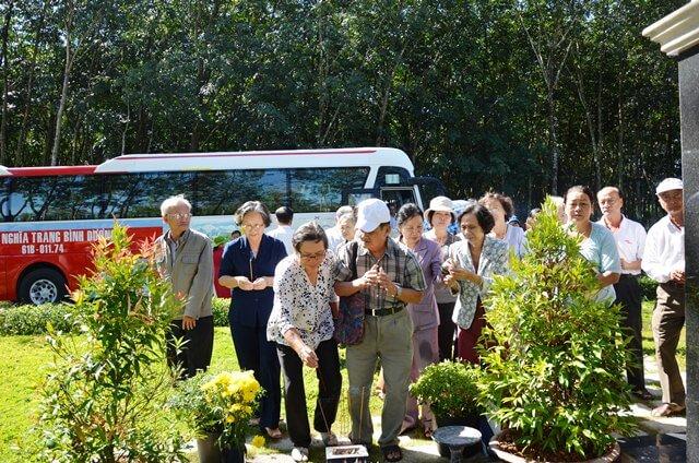 Thắp hương mộ các nhà giáo an nghỉ tại HVNT