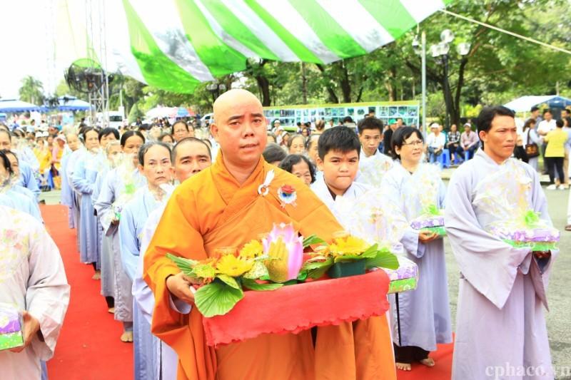 Hơn 2000 người về Hoa Viên Nghĩa Trang Bình Dương dự lễ Vu Lan Báo Hiếu