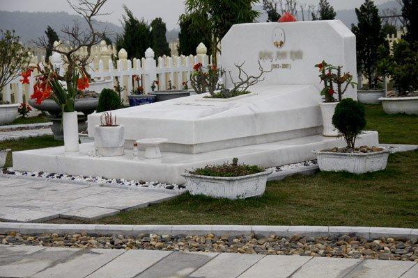 mẫu lăng mộ đơn giản