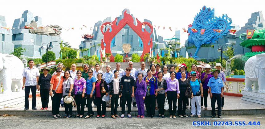 Đoàn khách CLB Hưu Trí Bình Dương thăm HVNT