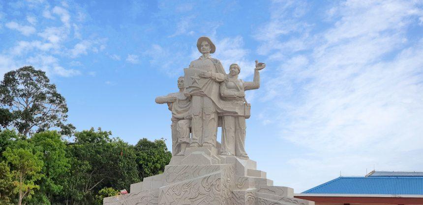 Khánh thành tượng đài chiến thắng bông trang – nhà đỏ