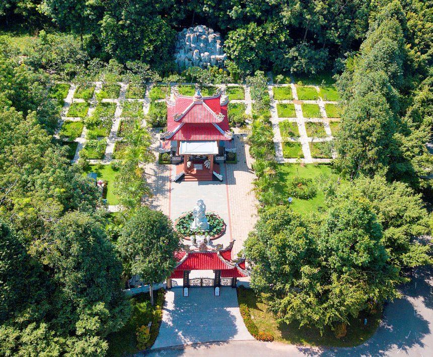 Một khuôn viên mộ có phong thủy tốt, hài hòa tọa lạc gần công trình văn hóa tâm linh Hồn Việt