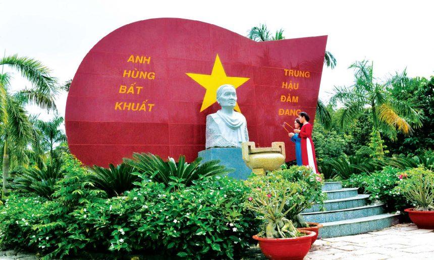 Viếng khu mộ mẹ Việt Nam anh hùng