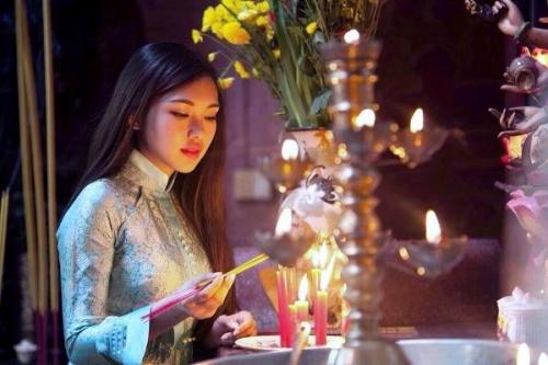 Bàn thờ đặt bao nhiêu bát hương mới là đúng?