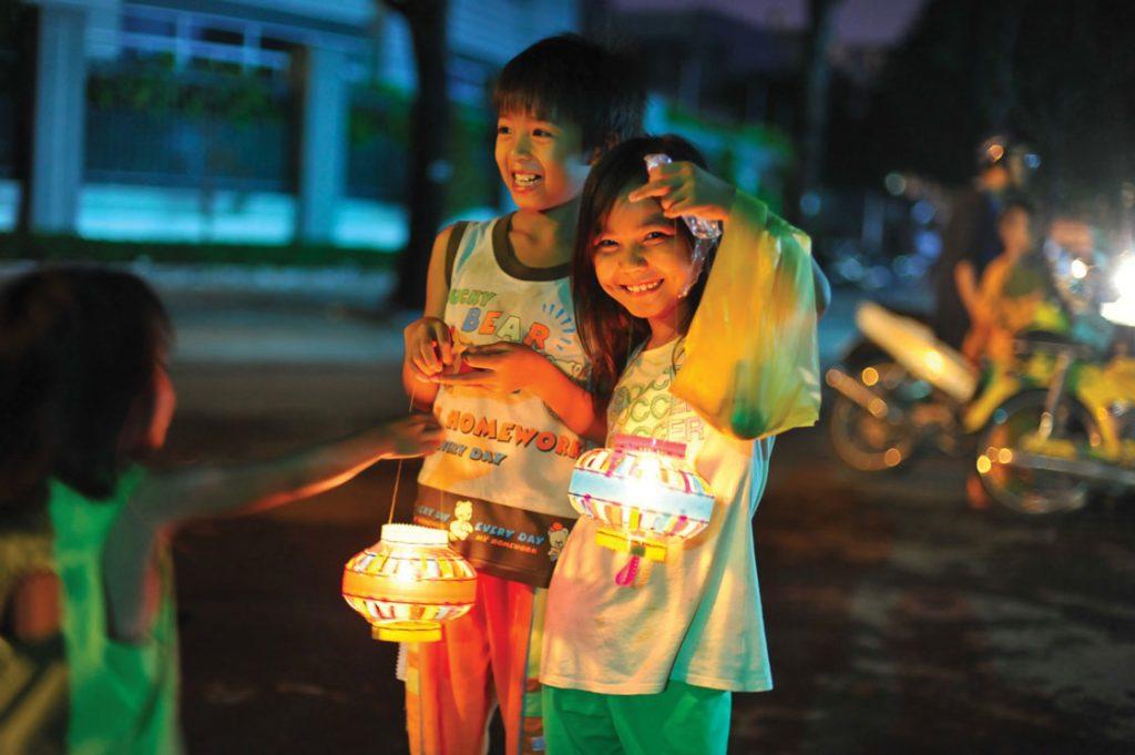 Rước đèn cũng là một nét văn hóa đẹp riêng của Tết Trung Thu