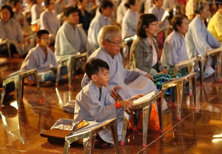 Trung thu phá cỗ trông Trăng không quên tâm lành hướng Phật