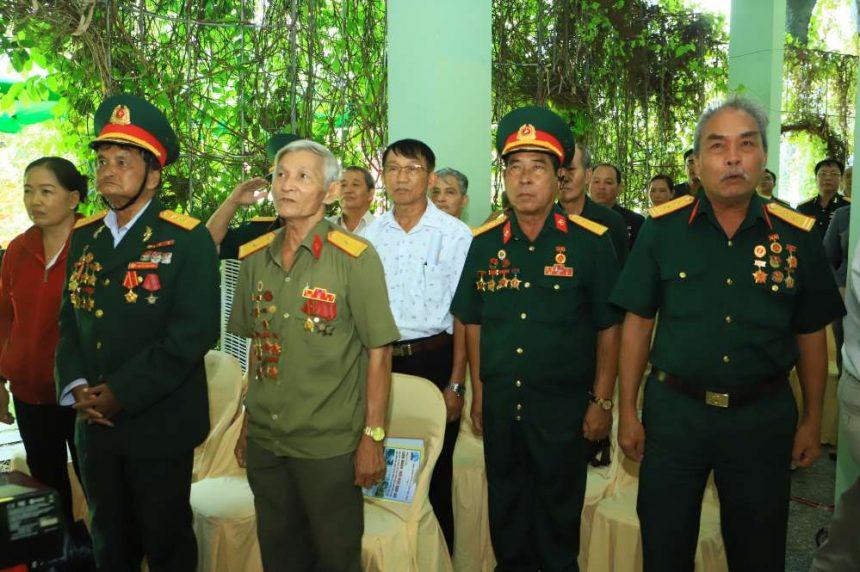 Phút chào cờ nghiêm· trang và mặc niệm tưởng nhớ đến các chiến sĩ đã hy sinh