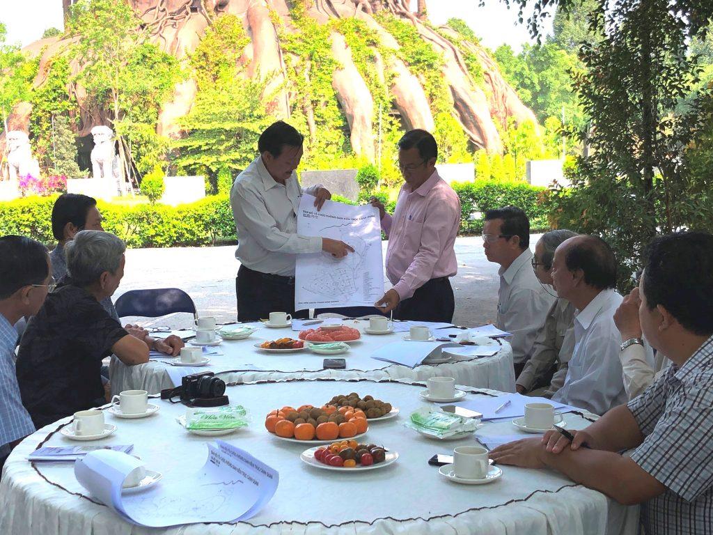 Ban tổ chức bàn về địa điểm và kịch bản chi tiết của lễ hội.