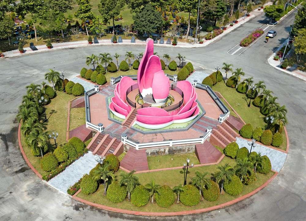 Vĩnh Hằng Đài, biểu tượng chính của Hoa viên Nghĩa trang Bình Dương