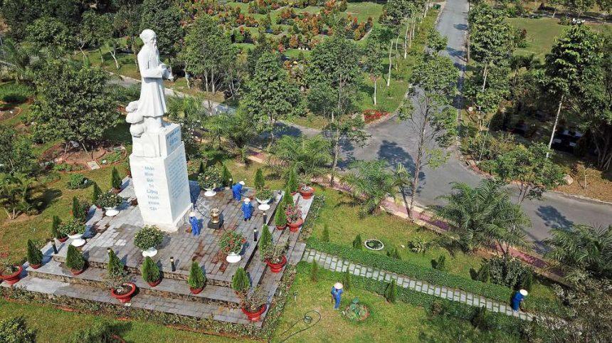 Tượng Hải Thượng Lãn Ông tọa lạc tại Đồi Vọng Nguyệt