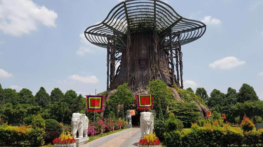 Đền Hùng Hồn Việt, công trình văn hóa tâm linh mới nhất của Hoa Viên, nhằm tưởng nhớ về tổ tiên, nguồn cội