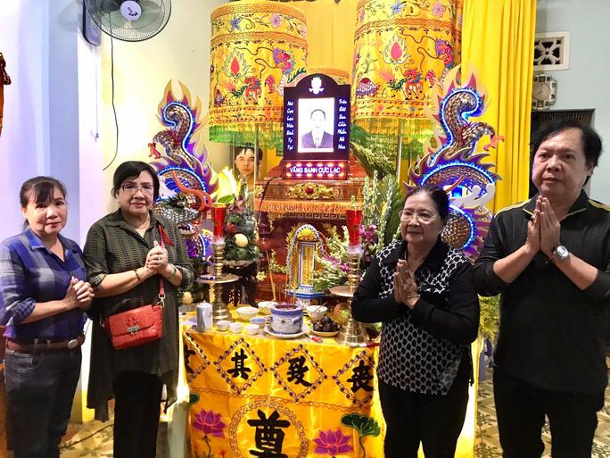 NSND Lệ Thủy cùng đoàn nghệ sĩ viếng nhà báo Tần Nguyên