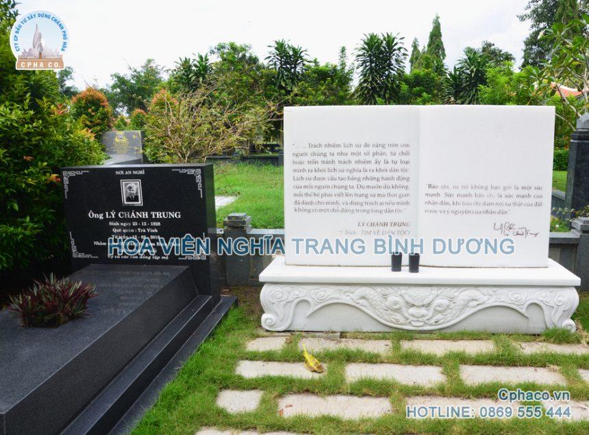 """Trích đoạn: """"Tìm về dân tộc"""" được khắc lên đá trưng bày tại khuôn viên mộ của GS. Lý Chánh Trung"""