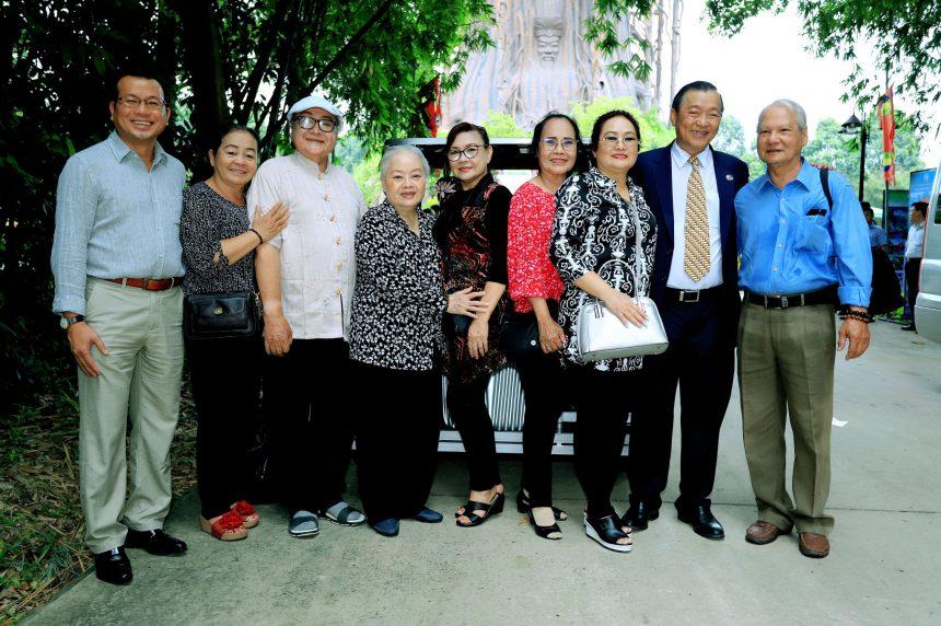 Đoàn dâng hương lễ vật, bái tế các Vua Hùng tại Hồn Việt – Hoa Viên Bình Dương