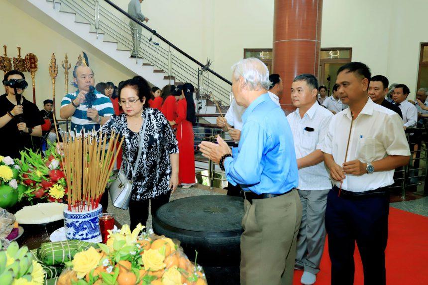 Nhân ngày Giỗ tổ thăm quan các công trình tâm linh nổi tiếng liền kề Đền Hùng – Cây Đa Hồn Việt